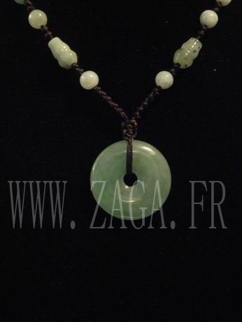 Collier jade médaillon de protection